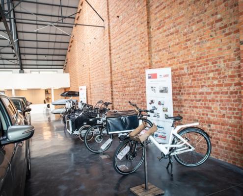 rij fietsen in showroom